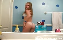 Super sexy hottie shaking her ass in the bathroom