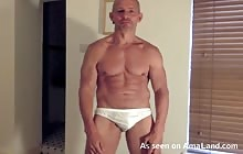 Hunk daddy flexes his muscles before masturbating on cam