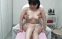 Sexy Japanese chick gets her pussy massaged