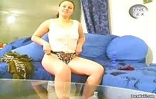 Horny brunette fingered her twat on webcam
